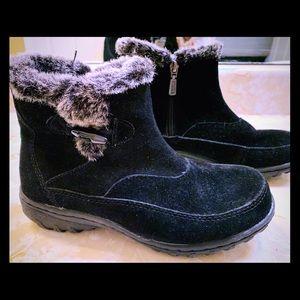 Khombu Gracie black suede ankle boots w/ faux fur